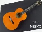 Guitarra Alhambra 4 F Española Flamenco, Cuerdas Nylon,  TAPA: Abeto Alemán Macizo, AROS Y FONDO: Sicomoro Contrachapado MANGO: Samanguila, DIAPASÓN: Ébano,CLAVIJEROS: Dorado, Incluye Funda